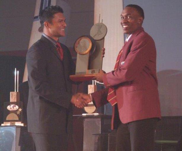 Dwayne Bravo collects Emerging Player of the Year on behalf of Denesh Ramdin